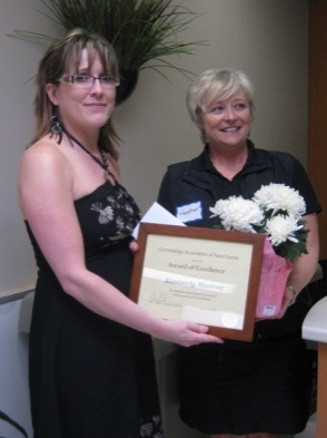 Kim Munroe receives her award from Heather Praught of GANS