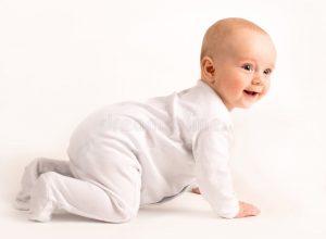 smiling-baby-crawls-2997773